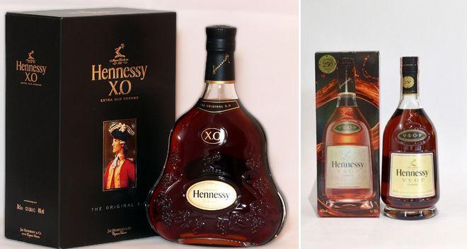 Бутылка коньяка и бокал