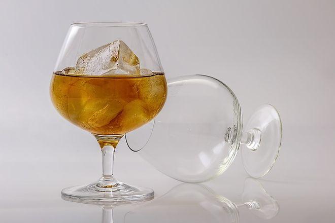 Два бокала для коньяка