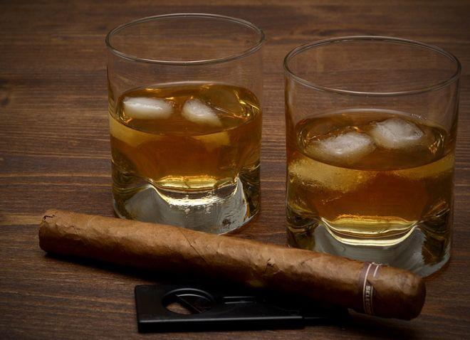 Два стакана виски