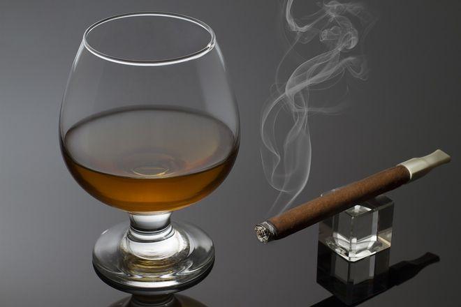 Стакан виски и сигара