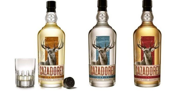 Три бутылки Cazadores