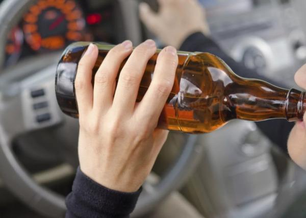 Питье алкоголя за рулем