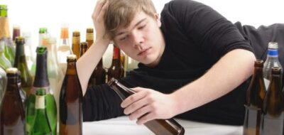Подросток и бутылки