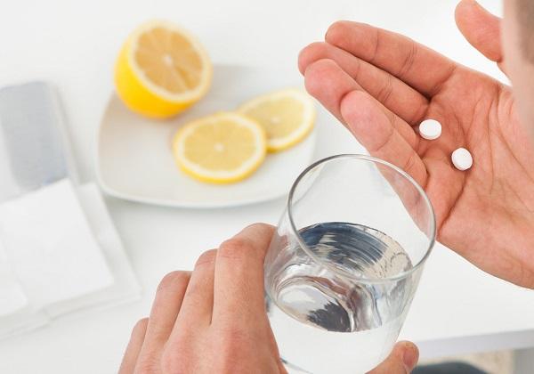 Прием таблетки от похмелья